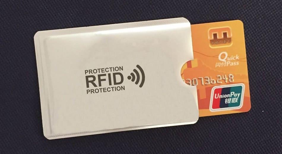 Как защитить бесконтактную банковскую карту от считывания